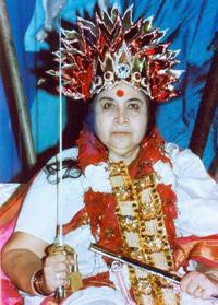 Шри Матаджи отождествляет себя с богиней зла Кали