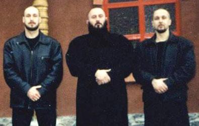 Скубаев (в центре) с единомышленниками
