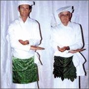 Мормоны в ритуальном одеянии.